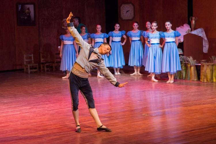 Empiezan talleres de danza clásica en la UNCUYO