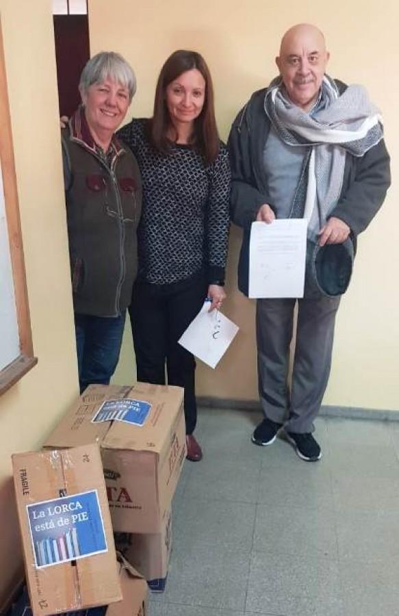 Donación de libros a la escuela Federico García Lorca