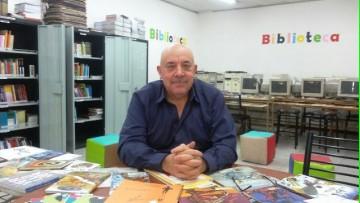 \En una biblioteca escolar se fusionan maestros y alumnos\, por Luis Lémole
