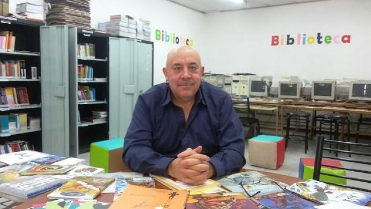 """""""En una biblioteca escolar se fusionan maestros y alumnos"""", por Luis Lémole"""