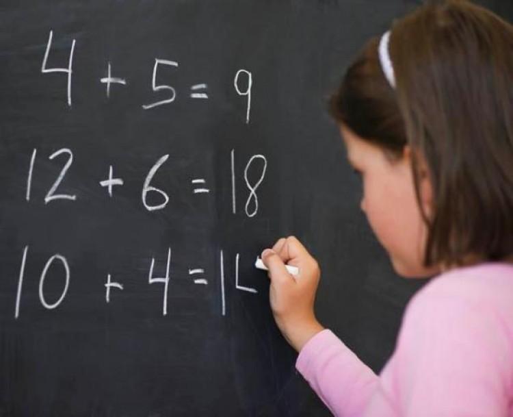 Convocan a reemplazante en el área de Matemática