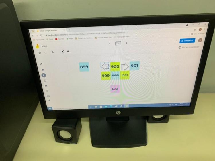 Los grupos de 2° A aprenden matemática con el uso de la aplicación Jamboard.